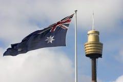 Bandeira e torre de Centrepoint Fotografia de Stock Royalty Free