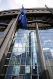 Bandeira européia na frente do Parlamento Europeu Imagem de Stock Royalty Free