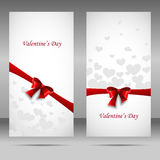 Bandeira feliz do vetor do dia do ` s do Valentim com fita e curva vermelhas Imagens de Stock Royalty Free