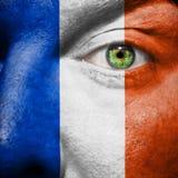 A bandeira francesa pintada sobre equipa a cara Foto de Stock Royalty Free
