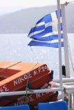 Bandeira grega em um barco fotografia de stock