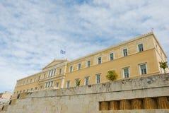 Bandeira grega no parlamento, Atenas Fotografia de Stock Royalty Free