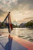 Bandeira holandesa com a Amsterdão no fundo Fotografia de Stock Royalty Free