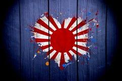 Bandeira japonesa velha na forma do coração em um fundo escuro fotografia de stock royalty free