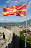 Bandeira macedônia de ondulação na fortaleza de Samuel Imagem de Stock Royalty Free