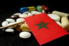 Bandeira marroquina com lote dos comprimidos médicos isolados no fundo preto Fotos de Stock