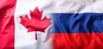 Bandeira misturada de Rússia e de Canadá Bandeira de Rússia e bandeira de Canadá foto de stock