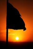 Bandeira na ascensão do sol imagem de stock royalty free