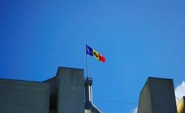 Bandeira na parte superior da presidência em Moldova Fotografia de Stock Royalty Free