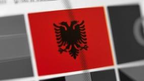 Bandeira nacional de Albânia do país Bandeira de Albânia na exposição, um efeito de ondeamento digital fotos de stock