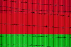 Bandeira nacional de Bielorrússia na cerca foto de stock