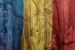 Bandeira nacional de Romênia, fundo de madeira foto de stock