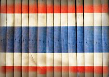 Bandeira nacional de Tailândia na madeira de bambu Imagens de Stock Royalty Free