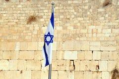 A bandeira nacional israelita na parede ocidental Fotos de Stock