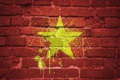 Bandeira nacional pintada de Vietnam em uma parede de tijolo Imagem de Stock Royalty Free