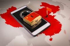 Bandeira padlock, de China em um smartphone e em um mapa de China Grande guarda-fogo do conceito de China fotos de stock
