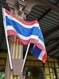 Bandeira tailandesa da nação na estação de trem retro fotografia de stock