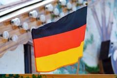 Bandeira Tricolour que consiste em três faixas horizontais iguais que indicam as cores nacionais de Alemanha imagem de stock royalty free