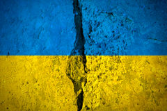 Bandeira ucraniana rachada fotografia de stock royalty free