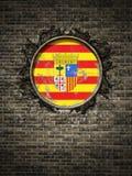 Bandeira velha de Aragon na parede de tijolo Foto de Stock Royalty Free