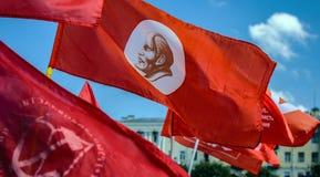 Bandeira vermelha com Lenin foto de stock royalty free