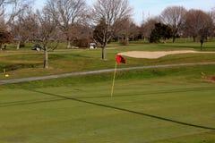 Bandeira vermelha do golfe fotos de stock royalty free