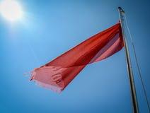 Bandeira vermelha na praia Fotografia de Stock