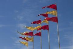 Bandeiras amarelas e vermelhas no céu azul Foto de Stock Royalty Free
