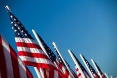 Bandeiras americanas dos EUA em uma fileira Fotografia de Stock Royalty Free
