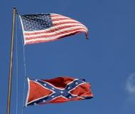 Bandeiras americanas e confederadas Imagens de Stock