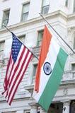 Bandeiras americanas e indianas imagem de stock