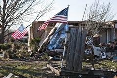 Bandeiras americanas que estão após o furacão Imagem de Stock Royalty Free