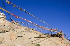 Bandeiras budistas da oração, Índia Fotos de Stock Royalty Free