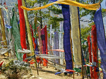 Bandeiras budistas da oração imagens de stock