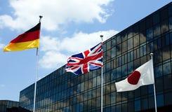 Bandeiras com edifício corporativo Fotografia de Stock Royalty Free