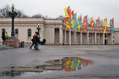 Bandeiras da decoração de Shrovetide (semana da panqueca) em Moscou Foto de Stock