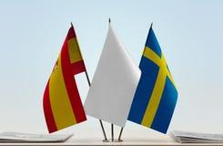 Bandeiras da Espanha e da Suécia fotos de stock