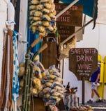 Bandeiras da loja de Santorini Fotografia de Stock Royalty Free