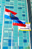 Bandeiras da região do Samara, da Rússia e do flutterin de Rosneft da empresa petrolífera Foto de Stock Royalty Free