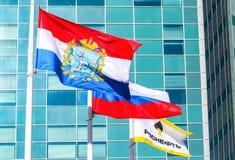 Bandeiras da região do Samara, da Rússia e do flutterin de Rosneft da empresa petrolífera Fotos de Stock Royalty Free