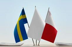 Bandeiras da Suécia e do Malta imagem de stock royalty free