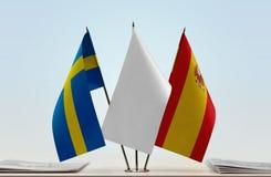 Bandeiras da Suécia e da Espanha fotografia de stock