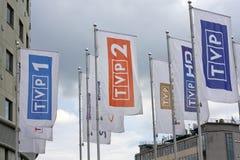 Bandeiras da televisão polonesa das canaletas foto de stock