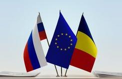 Bandeiras da UE de Rússia e do Chade foto de stock