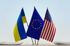 Bandeiras da UE e dos EUA de Ucrânia imagem de stock