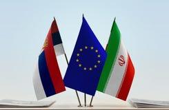 Bandeiras da UE da Sérvia e do Irã foto de stock