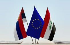 Bandeiras da UE da Sérvia e do Iraque imagens de stock royalty free