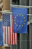 Bandeiras da União Europeia de América do Estados Unidos Foto de Stock Royalty Free