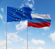 Bandeiras da União Europeia e da Rússia imagem de stock