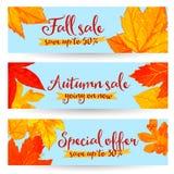 Bandeiras da venda do outono com as folhas douradas e do vermelho Fotos de Stock Royalty Free